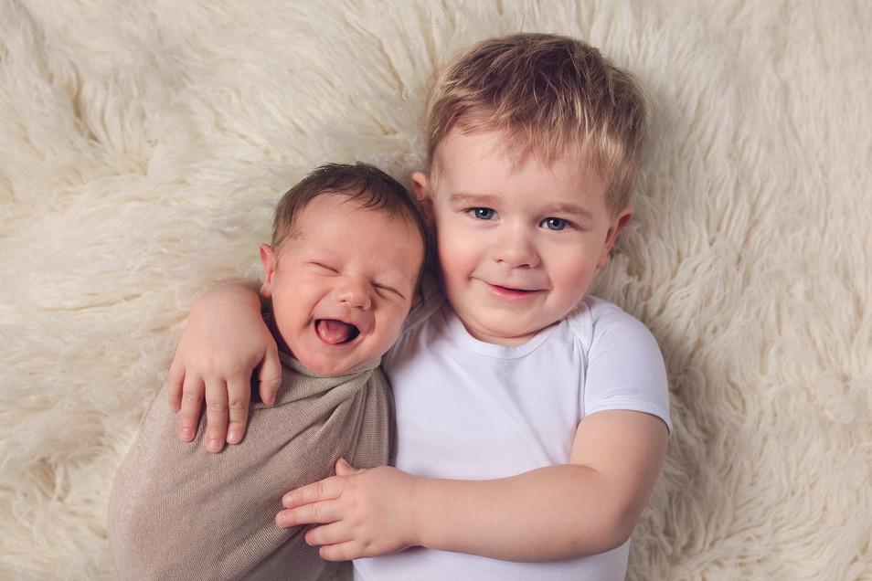 Newborn fotoshoot met grote broer en/of zus