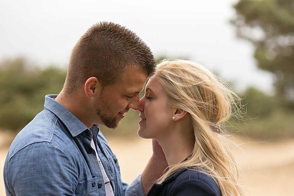 Stoere loveshoots op locatie. Bruidsfotograaf Drenthe