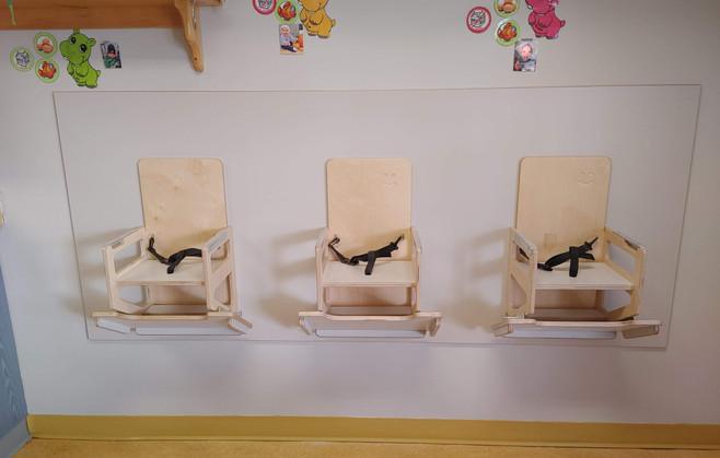 Chaises Poupons Murales.