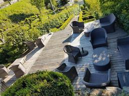 Profitez d'une terrasse confortable avec vue sur le château fort