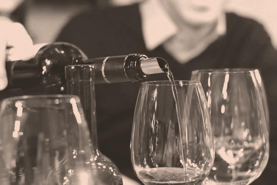 Apéros in der Weinhandlung und Vinothek Hauser