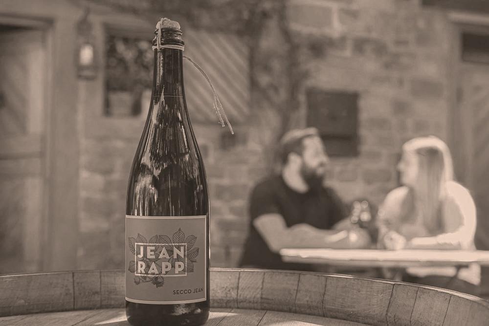 Sina Andris und Frank Kayser machen beim Weingut Jean Rapp veganen Wein.