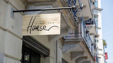 Startseite Vinothek Hauser Schild aussen