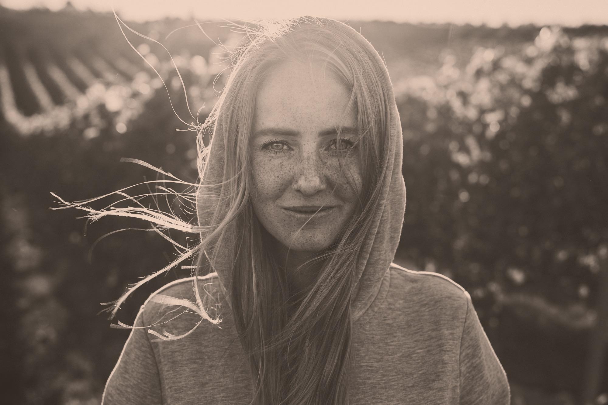 Portrait der deutschen Jungwinzerin Juliane Eller