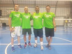 Mark Padellini con gli allenatori volley Filippo Schiavo e Stefano Saja e il collega Paolo Loner