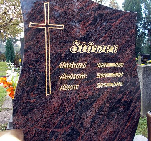 Inschrift_Sandstrahlen_am_Friedhof_Schwe