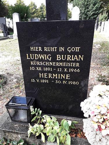 Inschrift am Grabstein nachher