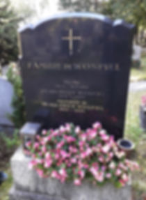 Gravur am Grabstein vorher