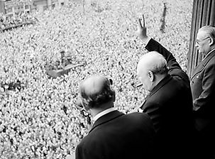 Churchill_waves_to_crowds.jpg
