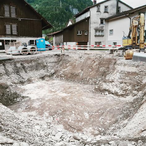 R. Oertli · Glarus · Tiefbauarbeiten, Tiefbau, Leitungsbau, Umgebungsarbeiten, Aushub