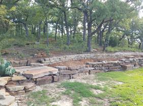 Hardscape retaining wall