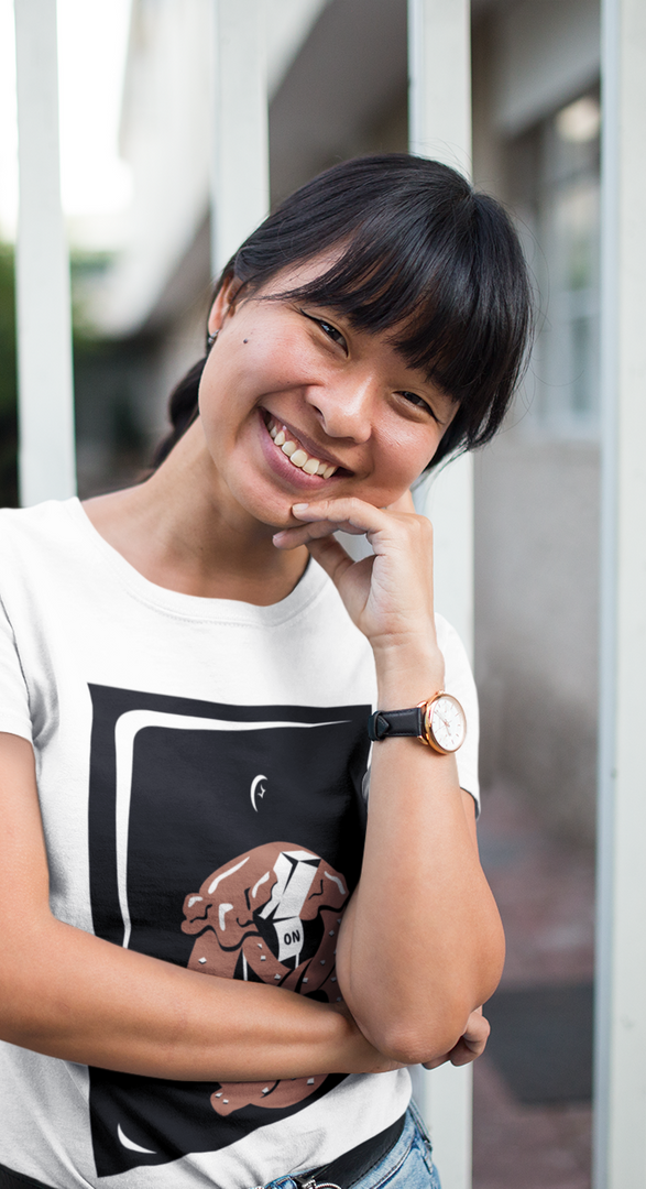 t-shirt-mockup-featuring-a-smiling-girl-