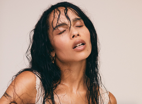 """Goddess Zoe Kravitz Dons """"Old Man Eyebrows"""" To Blend In With Mortals"""