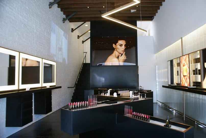 Hourglass Store Environment.jpg