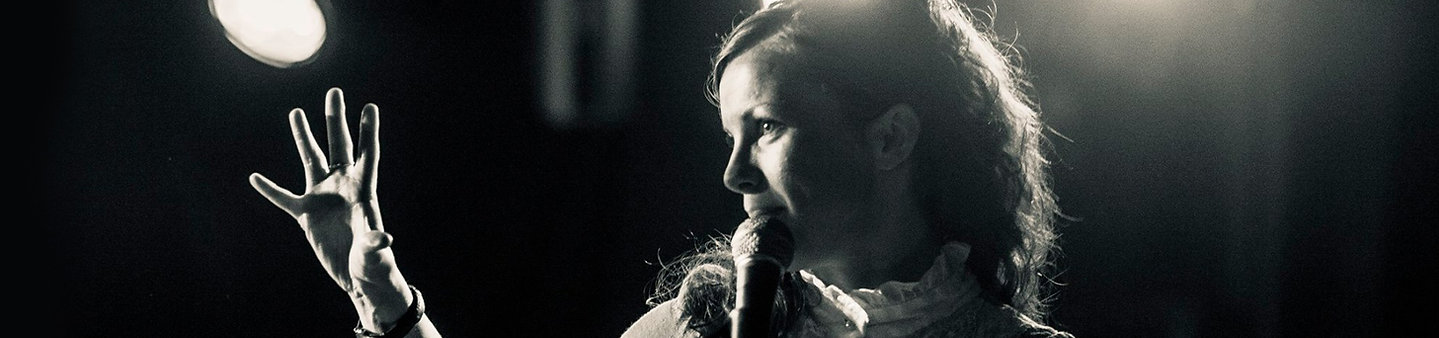 Heg Brignall folk singer songwriter choirs singing lessons