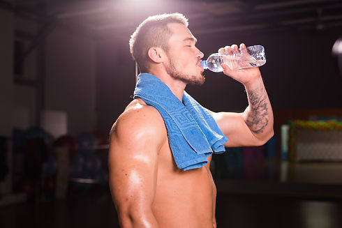 young-caucasian-bodybuilder-in-the-gym-d