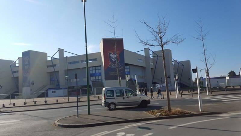 Le stade de Caen (lors de notre arrivée à 12h)