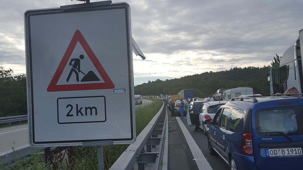 Travaux a 2km. Arrêt complet sur l'autoroute allemande...