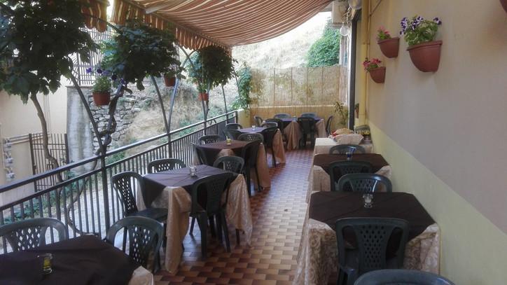 Esterni, ristorante lo Storione San Giovanni Gemini.