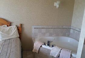 Single Jacuzzi Rooms