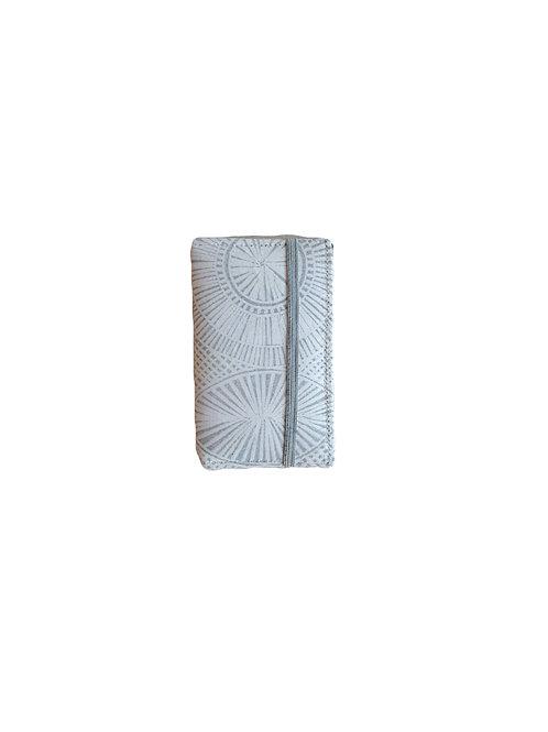 White carve print card wallet