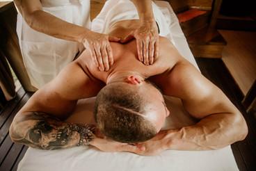 Massagem Relaxante - Chalé Lagoa da Serra (03).jpg