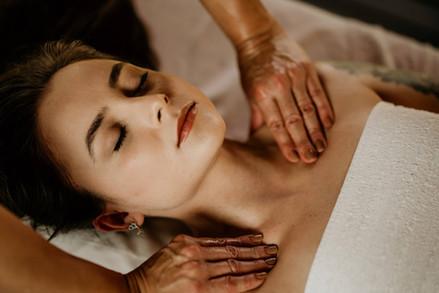 Massagem Relaxante - Chalé Lagoa da Serra (05).jpg