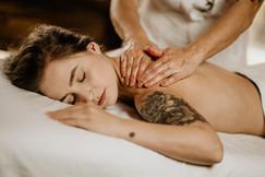 Massagem Relaxante - Chalé Lagoa da Serra (08).jpg