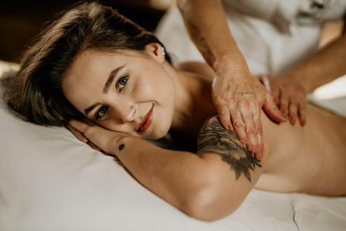 Massagem Relaxante - Chalé Lagoa da Serra (02).jpg