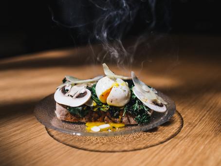 Jajka po benedyktyńsku, turecku czy szkocku? 3 keto przepisy