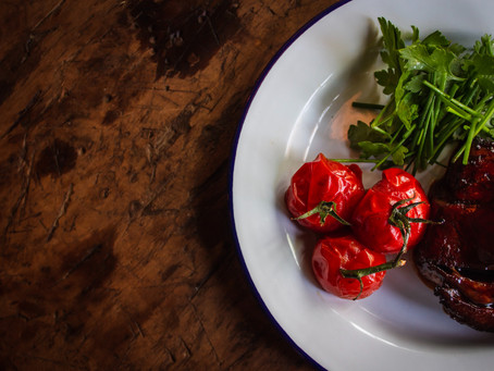 Ketogeniczne sałatki na letniego grilla – 3 pomysły