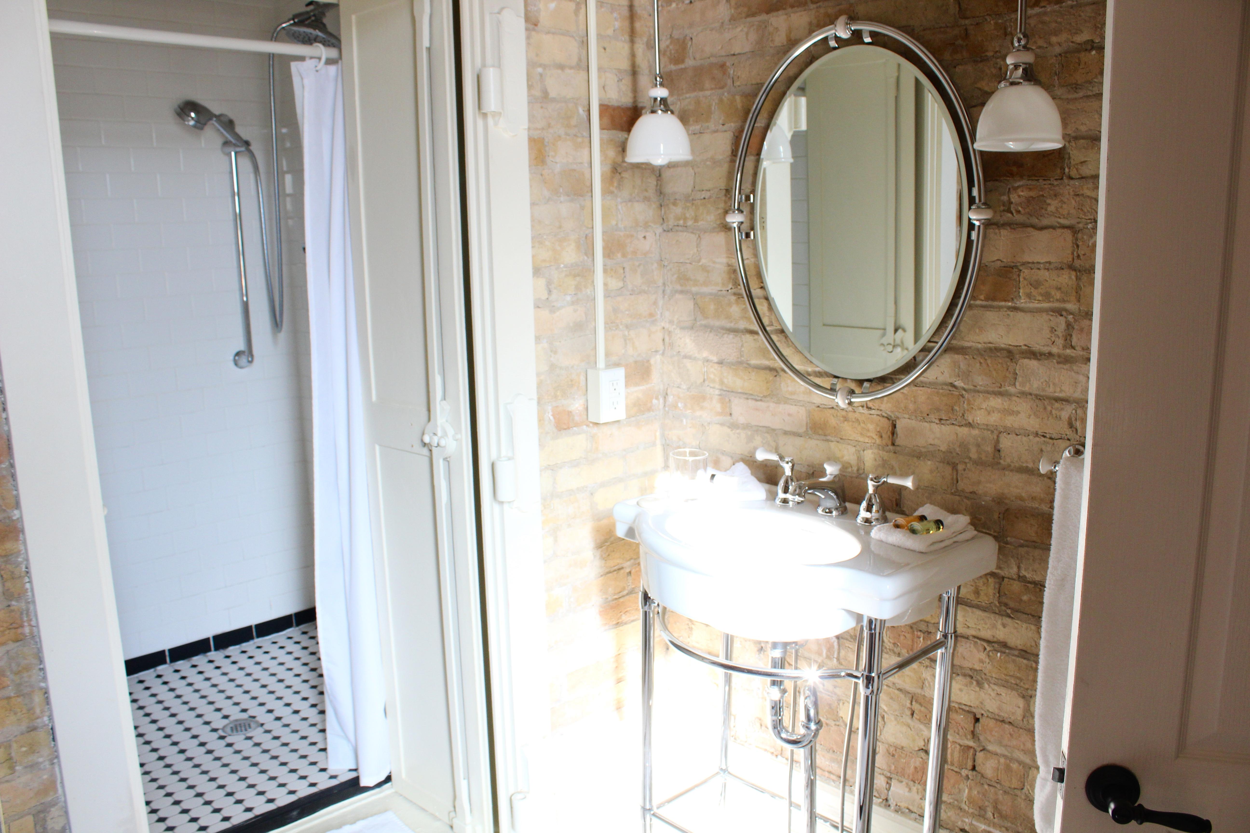 """Vault"" Style Showers"
