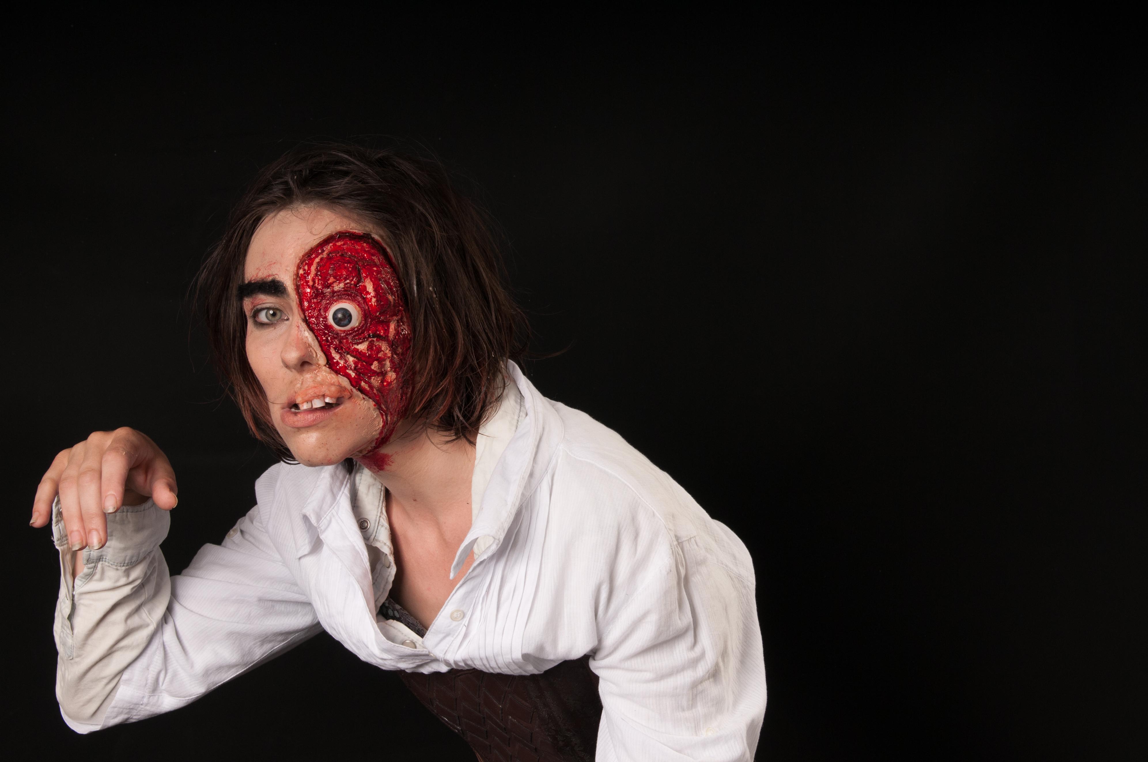 Zombie/disfigured person