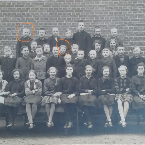 Schulfoto ca. 1927 Vati und Frieda markiert