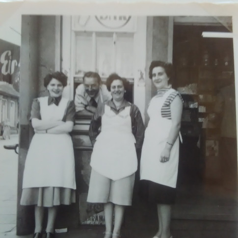v. l. Inge, Heinz, Elly, Mutti in Gronau ca. 1956