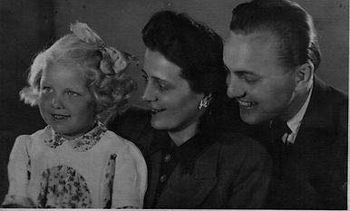 Margot geb. Schumacher mit Familie 1948. Kruse Baiersdorf