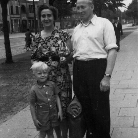Manfred Mutti Vati ca. 1954