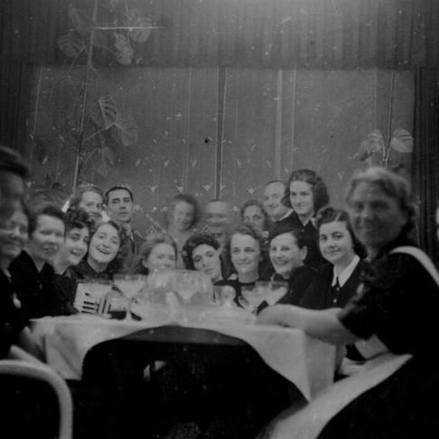 Mutti, Lydia ca. 1942 bei ihrem Chef