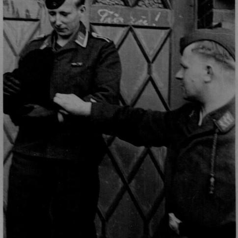 Georg Kruse (links) 1940 in Schwerin