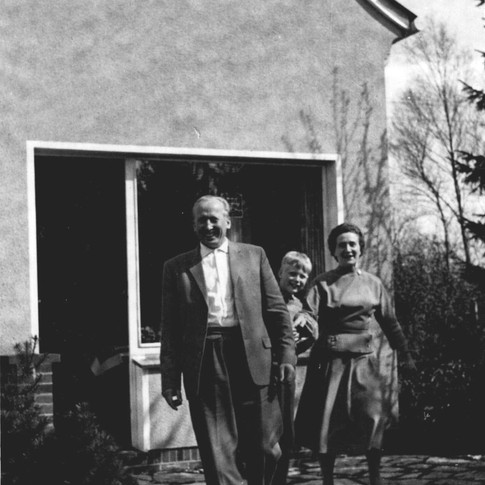 Vati, Manfred, Mutti 1960 bei Onkel Arnold