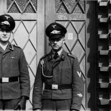 Georg Kruse links 1940 Wismar