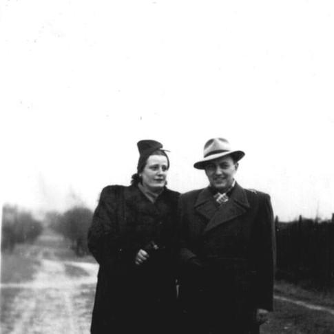 Tante Margot mit Ossi ca. 1942