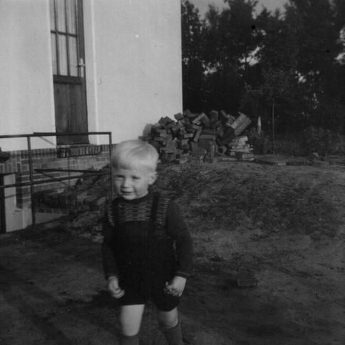 Manfred ca. 1952 bei Onkel Arnold
