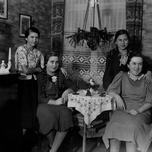Mutti 2. v. l. 1938