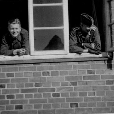 Georg Kruse (rechts) 1940 in Wismar