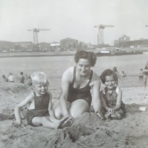 Manfred, Mutti, Bärbel Malz ca. 1955 in Lankenau