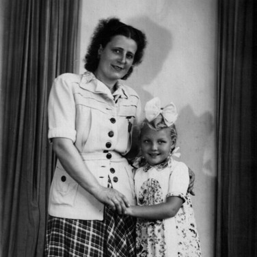 Tante Margot mit Kerstin im September 1949