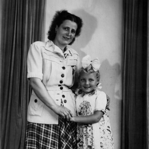Tante Margot mit Kerstin im September 1949