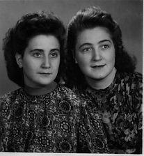 Ursula und Lydia Schumacher 1943. Kruse Baiersdorf