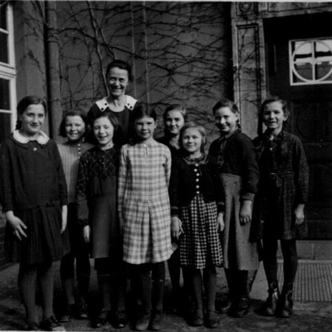 Mutti v. l. Mädchenschule ca. 1938